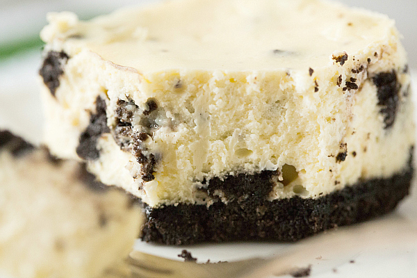 oreo-cheesecake-bars-38-600