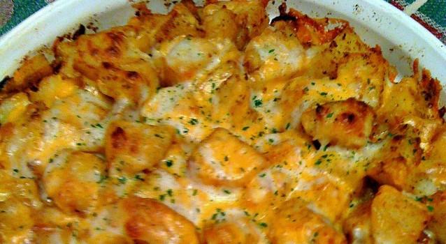 Πατάτες φούρνου με τσίλι πασπαλισμένες με τυρί τσένταρ