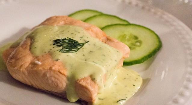 """Σολωμός ψητός με σάλτσα """"ολλαντέζ"""""""