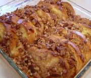 Ψωμί του τόστ στο φούρνο με σιρόπι και καρύδια