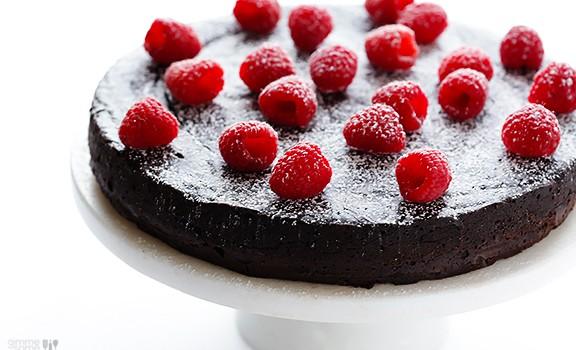 Σοκολατένια τούρτα με 3 υλικά χωρίς αλεύρι