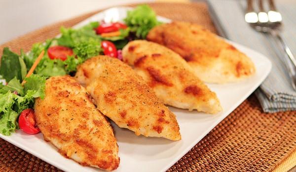 Κοτόπουλο με κρούστα μαγιονέζας και παρμεζάνας στο φούρνο