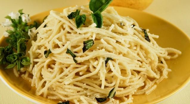 Μακαρόνια με σάλτσα σκόρδου