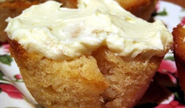 Κεκάκια μήλου με γιαούρτι και κρέμα τυριού