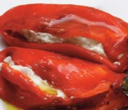 Πιπεριές Φλωρίνης με φέτα, ανθότυρο και μυρωδικά