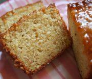 Κέικ γιαουρτιού με γλάσο μαρμελάδας μήλου