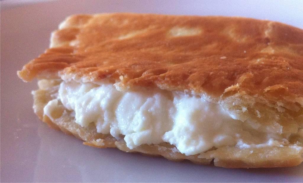 Fried-Bread-stuffed-with-Feta-Cheese-Tiganopsomo-9-1024x620
