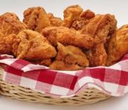 Αρωματισμένο, μαριναρισμένο κοτόπουλο στο τηγάνι