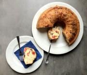 Αλμυρό κέικ με ντοματίνια, ελιές και γραβιέρα
