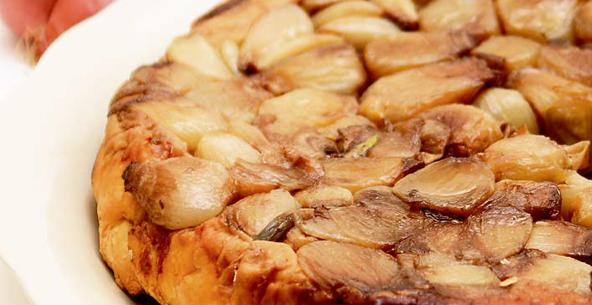 Κρεμμυδόπιτα με φέτα και μυρωδικά