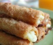 Τραγανά ρολά με ψωμί του τόστ γεμιστά με τυρί κρέμα, στο φούρνο