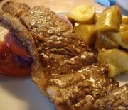 Μοσχαρίσιες μπριζόλες μαριναρισμένες με μουστάρδα και δενδρολίβανο