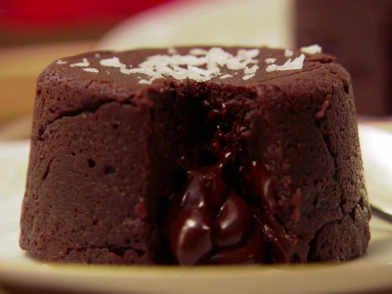 VF0601H_chocolate-molten-cakes_s4x3