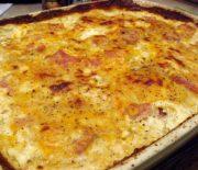 Πατάτες ογκρατέν με ζαμπόν, μπέικον και ανάμεικτα τυριά