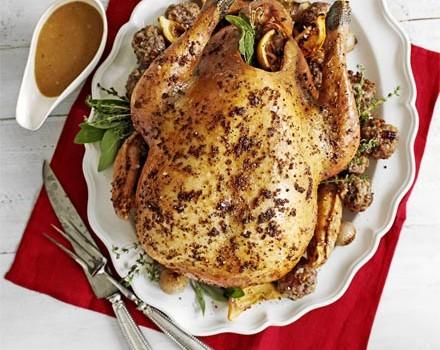 Κοτόπουλο γεμιστό με μανιτάρια, σταφίδες με σάλτσα από πετιμέζι & γλυκό κρασί