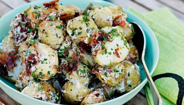 Πατατοσαλάτα με ψητή ζεστή πατάτα & προσούτο