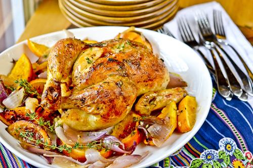Κοτόπουλο στο φούρνο με βασιλικό και πορτοκάλι