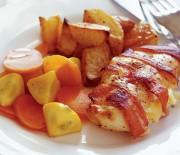Κοτόπουλο στο φούρνο με μπέϊκον, γεμιστό με τυρί