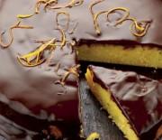 Κέικ με αμυγδαλόψιχα, χυμό μανταρινιού και γλάσο σοκολάτας