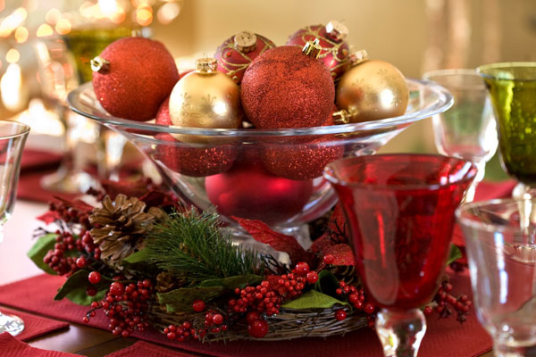 christmas-ornaments-centerpiece