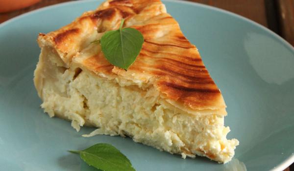 Εύκολη τυρόπιτα με γραβιέρα, κασέρι και τυρί κρέμα