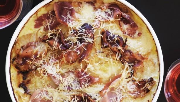 Κρεμώδεις πατάτες φούρνου με προσούτο & παρμεζάνα