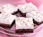 Σοκολατένιο κέϊκ με Νουτέλα και ψημένη Μαρέγκα