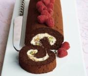 Ρολό σοκολάτας με κρέμα τυριού, μαρμελάδας & φιστίκια Αιγίνης