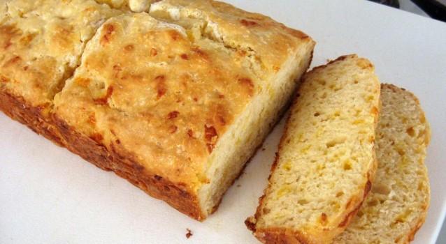 Ψωμί με τυρί τσένταρ πανεύκολο, έτοιμο σε 15′ για το φούρνο