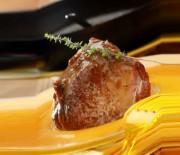 Μοσχαρίσιο φιλέτο σε σάλτσα μαυροδάφνης