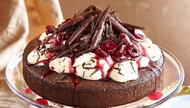 Κέικ σοκολάτας χωρίς αλεύρι με σιρόπι κερασιού