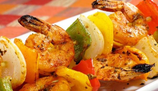 Γαρίδες σουβλάκι με πικάντικη μαρινάδα