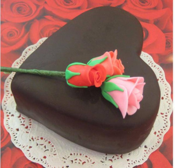 Chocolate-heart-shaped-valentines-day-cake-decorating-ideas