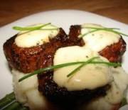 """Μοσχαρίσιο φιλέτο """"Σατομπριάν"""" & σάλτσα γιαουρτιού με τσίλι"""