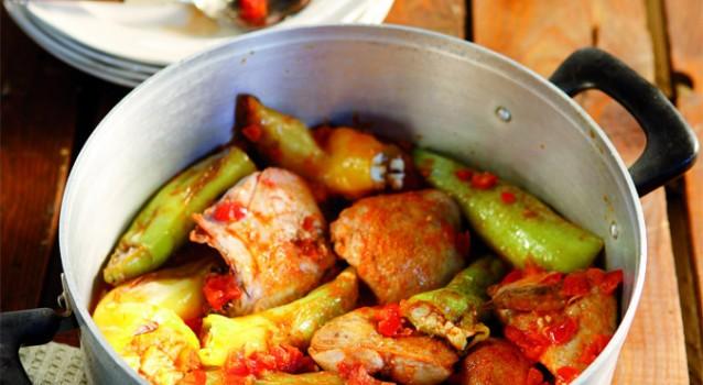 Κοτόπουλο με γεμιστές πιπεριές