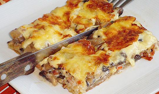 Μανιταρόπιτα με καρότο και μπέικον χωρίς φύλλο