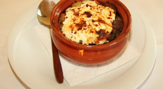 Μοσχαράκι ψιλοκομμένο με μανιτάρια και τυρί στο φούρνο