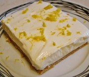 Λεμονογλυκό με μπισκότα και γιαούρτι με 5 υλικά σε 10′