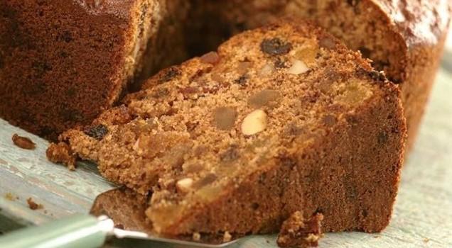 Νηστίσιμο κέικ με αμύγδαλα και σταφίδες