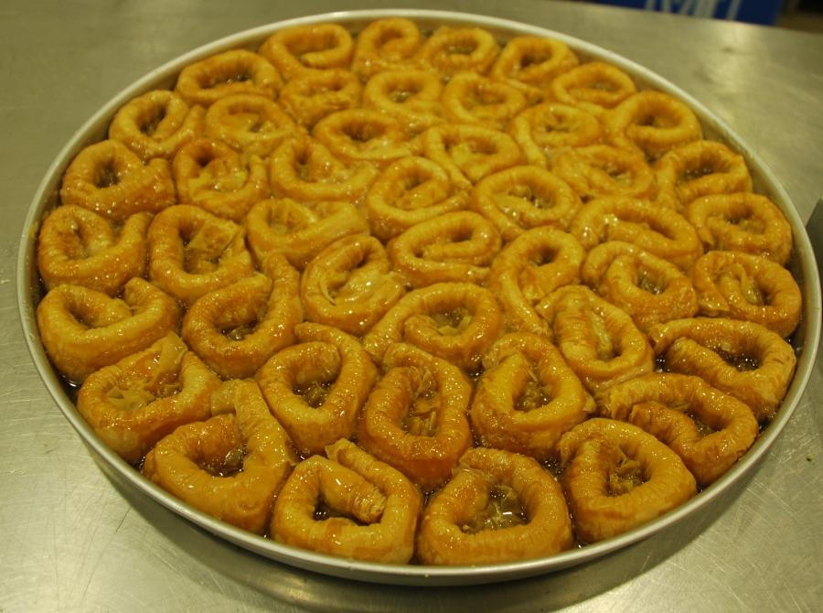 φούρνου ταψιού συνταγές σιροπιαστό σαραγλί σαραγλάκια επιδόρπια γλυκά ταψιού γλυκά