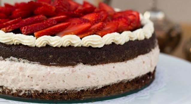 Κέϊκ με μους φράουλας