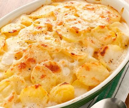 """Πατάτες """"ογκρατέν"""" με τυριά ζαμπόν & μπέικον"""
