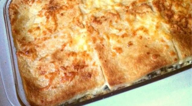 Σπανάκι ογκρατέν με μπέϊκον, τυρί και ψωμί του τοστ