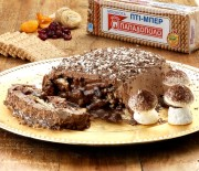 Κορμός με μπισκότα ξηρούς καρπούς και γλάσο σοκολάτας