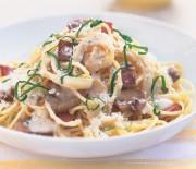 Σπαγγέτι με κρεμώδη σάλτσα μανιταριών με μπέικον
