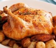 Κοτόπουλο με μυρωδικά και πατάτες στο φούρνο