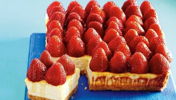 Cheesecake μελιού με φράουλες με λίγες θερμίδες