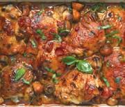Κοτόπουλο κοκκινιστό με μανιτάρια στο φούρνο