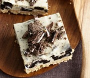 Πανεύκολο γλυκό ψυγείου με τυρί κρέμα και μπισκότα όρεο