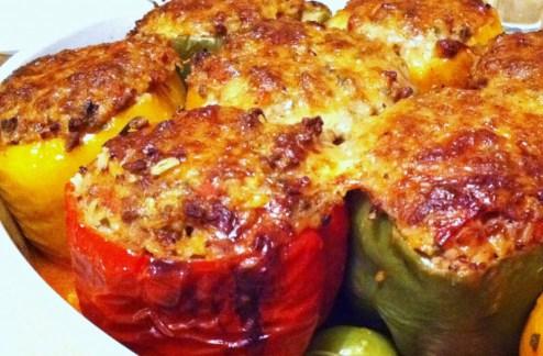 Πιπεριές γεμιστές με ρύζι, κιμά και τυρί